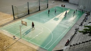 people-play-basketball